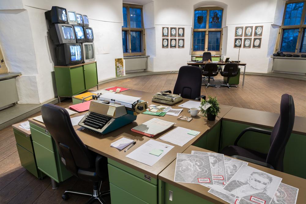 Rombergland: Schreibtisch, Foto: Roland Baege